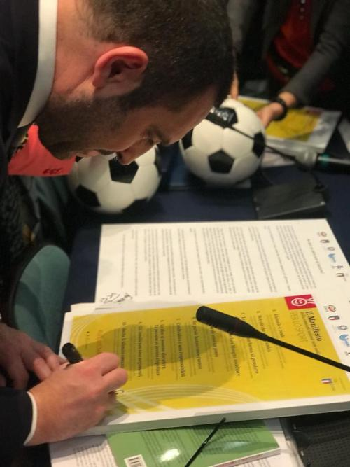 firma del ministro al Manifesto sul bullismo